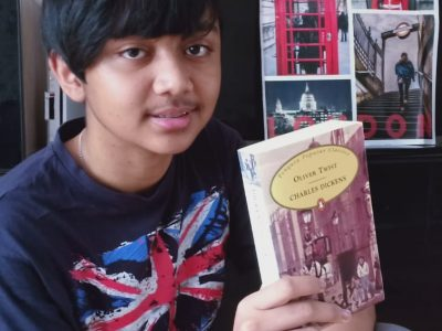 Bremen, Hermann-böse-Gymnasium  Ein Bild von mir mit dem Buch von Charles Dickens (Oliver Twist)