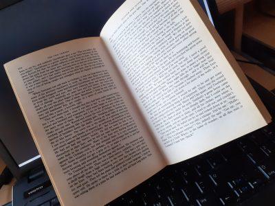 """Uder  Staatliche Regelschule Uder Ich hab mein derzeitiges Buch was ich lese genommen """"the Lord of the Rings"""""""