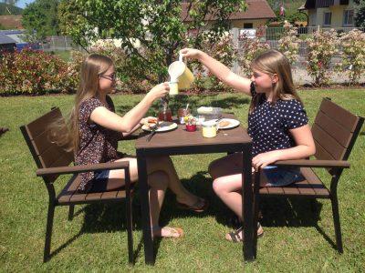 Annika und Lea Wirl , JBG Miltenberg   English Breakfast