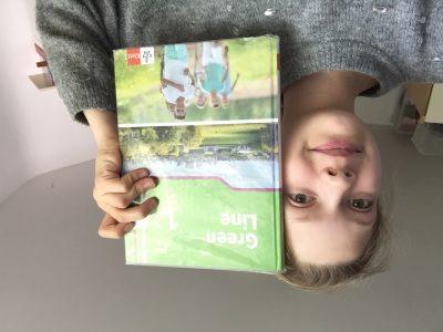 Für mich ist das Englisch Buch sehr wichtig denn da stehen alle Vokabeln und Aufgaben drin das verbinde ich mit Englisch
