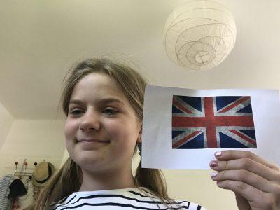 München Theresia- Gerhardinger-Gymnasium Ich habe mich mit einer englischen Flagge dargestellt weil ich denke dass die Flagge einer der Merkmale der Engländer ist.