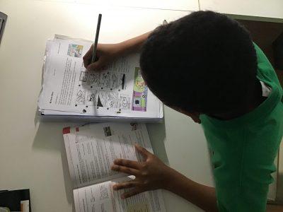 Ich habe sehr viele Englischhausaufgaben, aber für mich ist es nicht wenig, weil ich Englisch liebe.