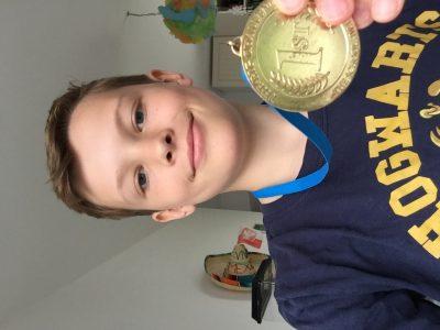 Essen Theodor Heuss Gymnasium  Tadeusz Foltyn (ich) mit Harry Potter T-Shirt und THE BIG CHALLENGE Medalie vom letztem  Jahr 1st