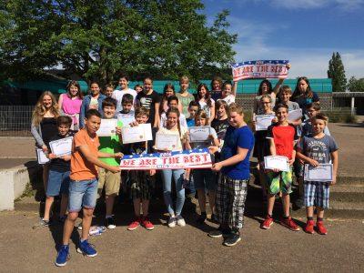 Die glücklichen Teilnehmer der Janusz-Korczak-Realschule aus Schwalmtal mit ihren Urkunden und Preisen!