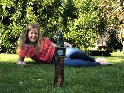 """Hallo zusammen,  ich heiße Anna Sophie Röhrig, bin 12 Jahre alt, wohne in Solingen und gehe zu der Friedrich-Albert-Lange-Schule. Als ich den """"Big Ben"""" aus England mit nach Hause nehmen wollte, ist er leider etwas geschrumpft :) . Liebe Grüße Anna"""