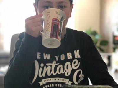 Berlin Michael-Ende-Grundschule Engländer mögen es sehr Tee zu trinken.Mit meiner Londontasse aus England wollte ich ihre Liebe zum Tee darstellen.