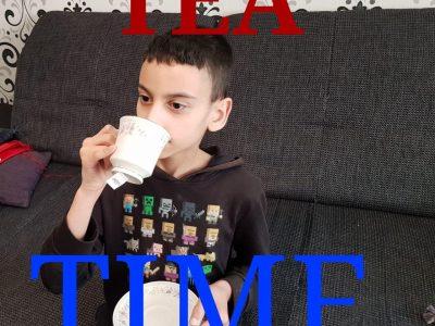 """Hallo,  Ich bin Amro Sakr aus der Stadtteilschule Oldenfelde aus Hamburg. England ist dafür bekannt viel Tee zu trinken. Auf der Weltrangliste sind die vereinigten königreiche auf platz 3. Es gibt auch die bekannte """"Tea time"""" in England"""