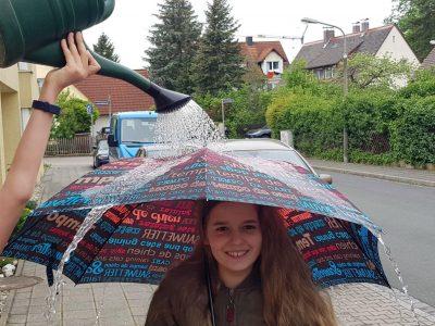 Elisa Schubert aus Nürnberg Sigmund-Schuckert-Gymnasium   findet, dass es in England immer regnet :-)