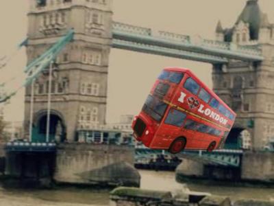 Überdimensionaler Puzzle Bus auf der Tower Bridge                            Name: Samuel Rarau Schule: Staatliches Gymnasium Friedberg