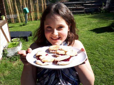 Aachen Inda Gymnasium Klasse 5c Lilian Hild  Die scones essen die Engländer gerne zur Teezeit, deshalb habe ich sie für meine Familie, zur einer kleinen Pause gebacken.