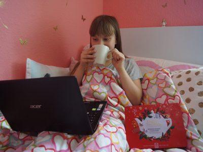 Stadt : Cottbus  Schule: Niedersorbisches Gymnasium   ich liebe denn Tee aus London er schmeckt so lecker und ein film schon ist es der perfekte tag