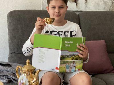 Essen, Burggymnasium, Oliver Keitmeier, 5c  Erst mal eine Tasse Tee nach der Challenge genießen! :-)