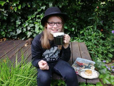 -Gesamtschule DU-Süd  Tea time in my garden. Greetings from Lasse!