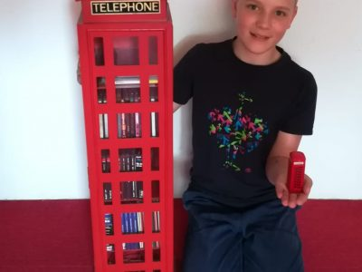Münsigen Schillerschule  Leider wurde der Urlaub in London an Pfingsten gestrichen, darum kann ich mir die Telefonzellen nicht in echt anschauen, wie ich es gerne getan hätte.