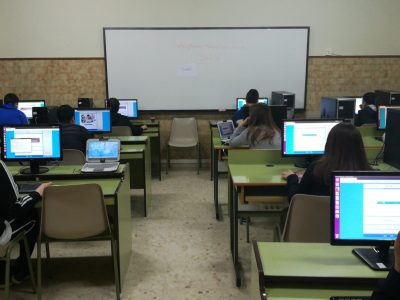 Concentración máxima realizando la prueba!!! 3°ESO. Colegio San José- Josefinas ( Ourense)