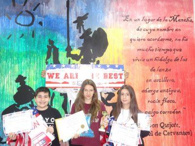 Selena Garrido, campeona de la provincia, con la segunda y el tercer clasificados de 1° ESO IES Sierra de Santa Bárbara, Plasencia (Cáceres)