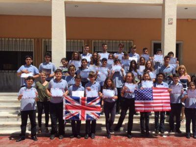 Sagrada Familia School. Alicante  Nuestros participantes acompañados por sus profesoras de inglés.