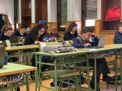 Colegio Jesús María Alfonso X (Murcia) Durante la prueba del concurso. Concentrados. Un saludo.