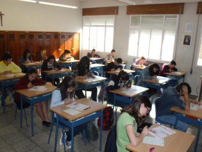 Colegio Plurilingüe Sta. Teresa de Jesús (Carmelitas Vedruna)-Ourense-España. Alumnos de Secundaria realizando la prueba