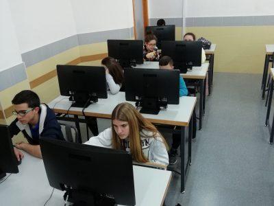Badajoz IES San Roque. Alumnos de 2ESO participando en el concurso