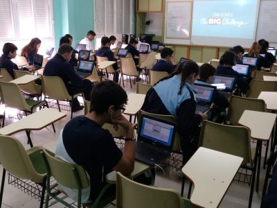 Alumnos de 1º a 4º ESO de Amor de Dios Cádiz participando en The Big Challenge 2019