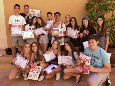 Col•legi Cultural (Badalona). Third ESO pupils getting their gifts!