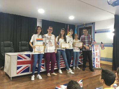 MELILLA - IES MIGUEL FERNÁNDEZ - Foto con las ganadoras del concurso por niveles