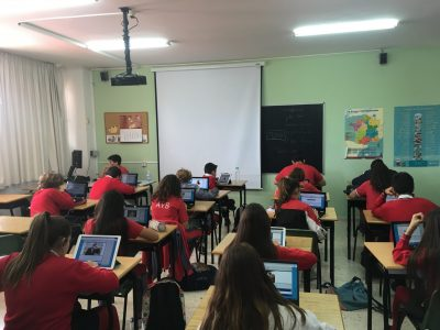 COLEGIO AYS (MURCIA) Alumnos de 2ºESO realizando el concurso Big Challenge
