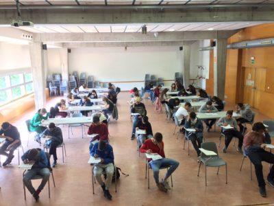 Instituto Can Roca, Terrassa. Los alumnos de 2º y 4º trabajando duro para sacar la mejor nota.