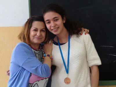 Lourdes María Gil González 1ª del la clase de 4º ESO con su profesora María Luisa Alonso Pierna. IES VILLAJUNCO-SANTANDER (CANTABRIA)