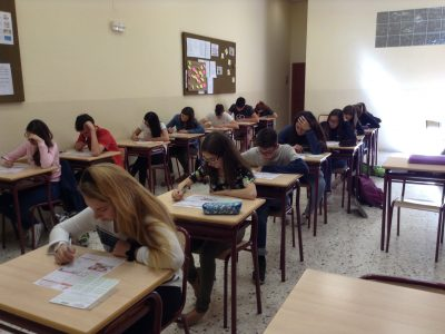 SANTA TERESA DE JESÚS - TARRAGONA-ESPAÑa Motivated students doing their best.
