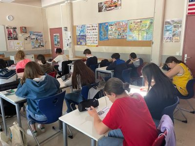 Hi, I leave in Versailles and study at collège HOCHE,