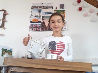 Le Vésinet - Le Bon Sauveur - une tasse de thé mademoiselle, dans notre salon avec décorations anglaises !?
