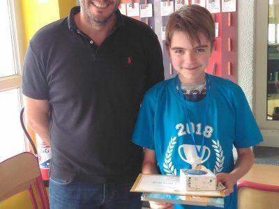 Evan et Mr Remy, son professeur d'anglais. Collège Saint Laurent à La Bresse.