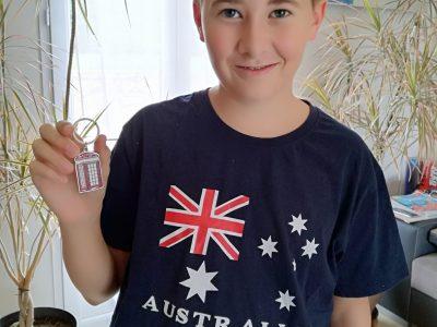 42220 Bourg-Argental collège St Joseph  Le tee-shirt vient d' Australie et le porte clé de Londres