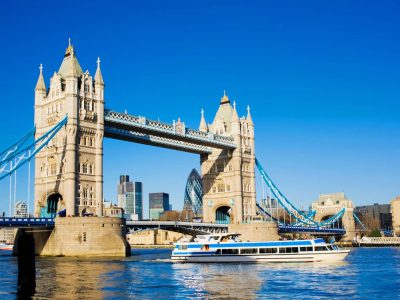 Here is the photo of the London Bridge, I took it when I went to England last June. Oliver Joly 6C secondary school of Calais Saint Pierre 62100
