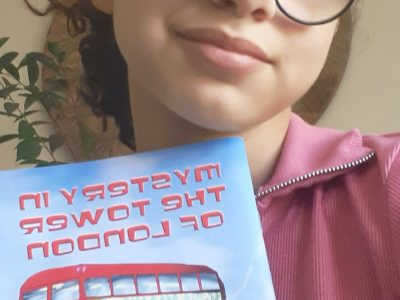 J'habite à vilenave d'ornon,je m'appelle Léia NOËL  j'adore lire des livre en anglais