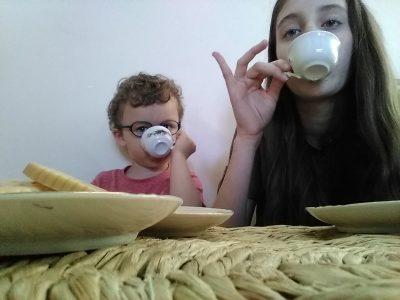 Vétrigne.    Collège  Nous sommes près pour aller prendre le thé avec LA Reine ☕!!