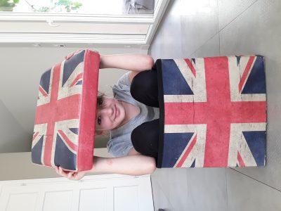 Attention Angleterre j'arrive dans non pas mon avion privé mais mon pouf privé