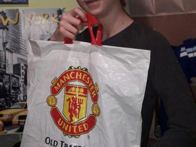 Delle Collège Jules- Ferry   J'ai pris cette photo car ça me rappelle quand je suis partie en angleterre, ou j'ai visité le stade Manchester United