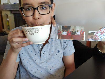 Aulnay-sous-Bois collège Christine de Pisan. C'est cool de boire du thé avec la tasse de la reine d'Angleterre.
