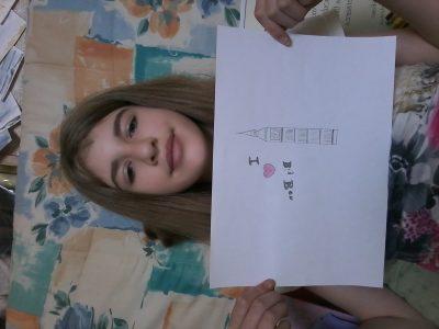 C'est moi avec le dessin que j'ai fait représentant BIG BEN
