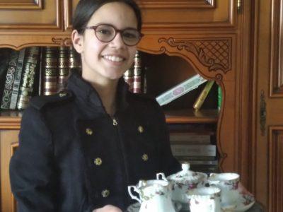 """Maurepas, Collège Louis Pergaud.  """"Du lait avec votre thé ?"""""""