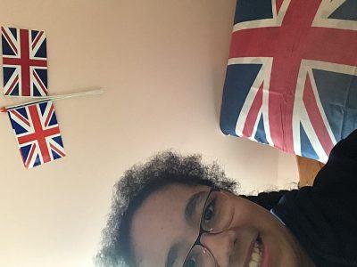 Longuenesse la Malassise ST Joseph Je vous présentes mon lit et les 2 drapeaux anglais qui sont sur mon mur.
