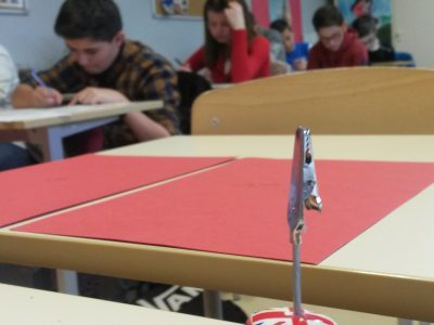 Bien sûr nous sommes aidés de notre célèbre Mini au collège de Recey sur Ource (21)