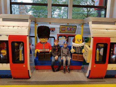 Forbach Collège Jean-Moulin.  Avec mon frère à Londres au M&M's store dans le métro LEGO Londonien!