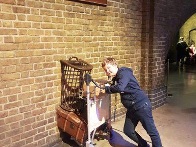 Abbeville st Pierre  I love Harry Potter !    Lors d'un voyage à Londres, j'ai visité les studio Warner Bros Harry Potter ainsi que Londres . Je suis revenu enchanté de mon voyage de Londres!!!     I like London