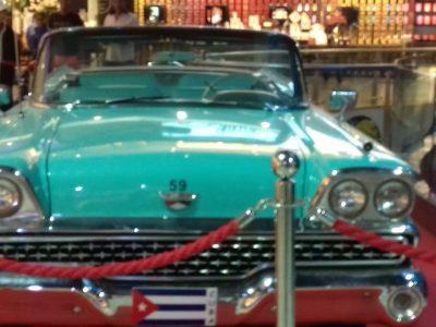 Collège bodel Arras  cethé photo c était pendant les vacances au Maroc dans un grand centre commercial à Casablanca cette voiture cubaine était en exposition.