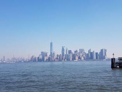ici, Manhattan en fond durant le voyage à New York
