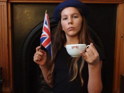 Rennes Notre Dame Du Vieux Cours  -Let's drink tea in London !*Slurp* What a good tea !